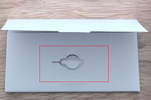 Конверт с инструкциями и скрепка для сим карты