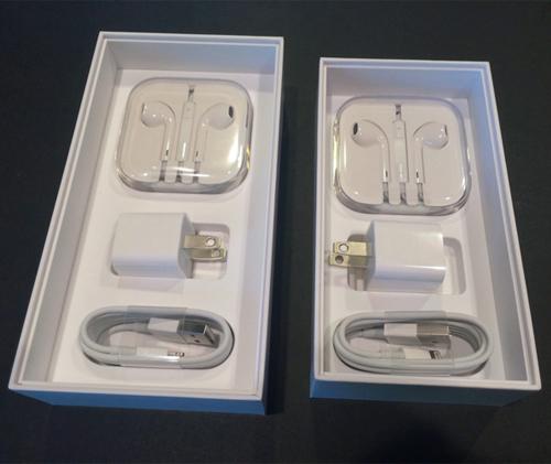 Зарядка и наушники Apple