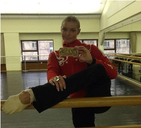 Анастасия Волочкова фотографирует себя на iPhone 6