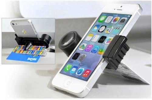 Автодержатель Belsis и iPhone 6 опираются на карту