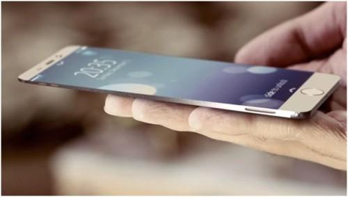 iPhone 7 лежит на руке