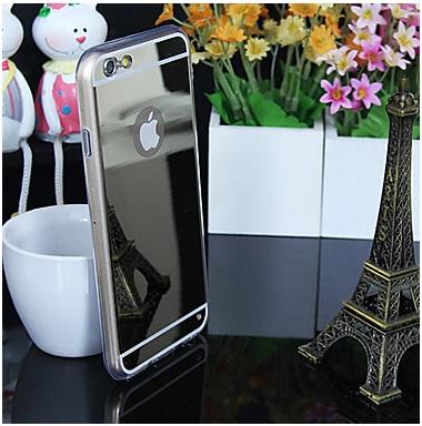 Миниатюрная эйфелева башня отражаетсяв зеркальной накладке на iPhone 6
