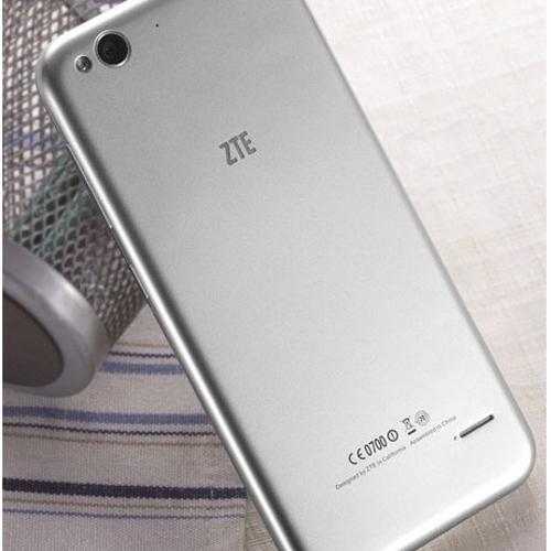 Вид сзади смартфона ZTE Blade S6