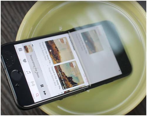 iPhone 7 находиться в воде