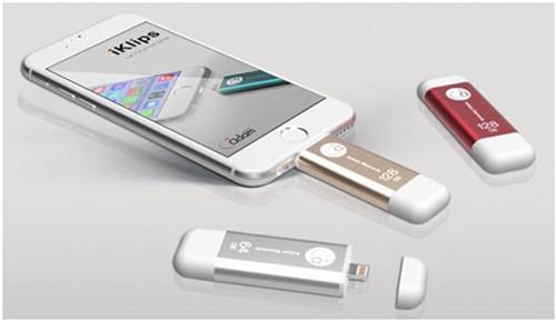 Три флешки и iPhone