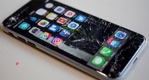 Разбитый экран айфона 7